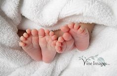 I LOVE baby feet! I definitely need a pic like this of Jake and Lily :)