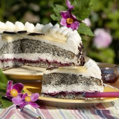 Mohntorte Lore Wortelen from Hoogstede-Kalle likes to bake a lot. The poppy seed cake is on their lo Pecan Recipes, Sweet Recipes, Baking Recipes, Dessert Recipes, Cake Recipes, Poppy Seed Cake, Sweet Cakes, Cakes And More, How To Cook Pasta