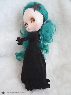 Hand knit long coat for: Pullip, Blythe, Monster High...