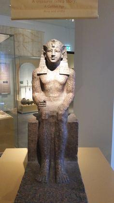 Chety is een schatbewaarder van koning Mentoehotep II. zijn beeld komt uit het oudste gedeelte van de karnaktempel die in Tebe staat.