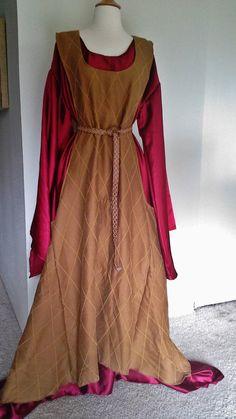 Gold Wool Sideless Surcoat, Dress