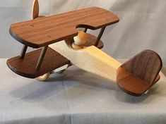 Present idea for boy – sweet photo – toys Wooden Airplane, Wooden Toy Cars, Wood Toys, Woodworking Diy Gifts, Woodworking For Kids, Making Wooden Toys, Handmade Wooden Toys, Wood Log Crafts, Wood Plane