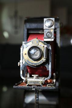 1909 Kodak OK it's Kodak but it looks a lot like my dear friend the TLR Rollei!!