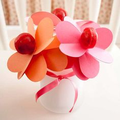 A handmade Mother's Day bouquet made out of lollipop flowers and paper petals! #MothersDay