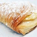 Di caffè a Napoli e di pasticceria #sfogliatella #dolci #food #italia