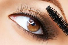 Mascara tips How can we talk about eye makeup and not talk about mascara? Here are some important tips for proper mascara application. Big Eyelashes, Long Thick Eyelashes, How To Grow Eyelashes, Beautiful Eyelashes, Thicker Eyelashes, Longer Eyelashes, Natural Eye Makeup, Makeup For Brown Eyes, Aloe Vera