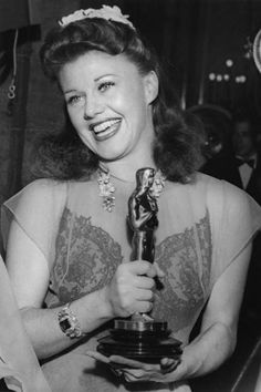 Ginger Rogers and her Academy Award for Best Actress in 1941.for Kitty Foyle #dressmaking #calicolaine