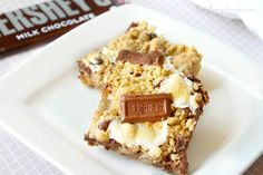 Oooey Gooey Smores Bars | Busy Being Jennifer - Featured on #HomeMattersParty 101