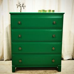 Looking for a deep, vibrant green? Look no more. Introducing General Finishes Emerald milk paint.