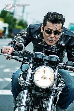 "Designed with Shikon's symbol character ""Paddy"" #rock #ロック #tshirt #Tシャツ #rck'nroll #ロックンロール #teeshirt #shikon67 #rockandroll #ロカビリー #tees #rockabilly #バイク #motorcycle #オートバイ #bike #カフェレーサー #caferacer #ビンテージ #vintage Greaser, Patch Design, Pin Badges, Samurai, Bike, Long Sleeve, T Shirt, Jackets, Fictional Characters"