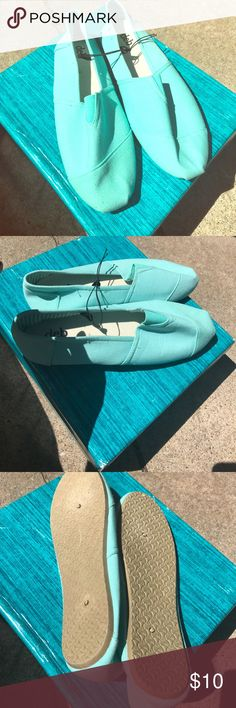 Turquoise Canvas Flats ❤️ Turquoise canvas flats never worn! Cute with jeans and a tshirt be casual! Deb Shoes Flats & Loafers