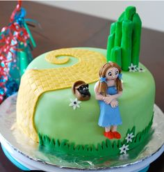 THE WIZARD OF OZ themed cake. So cute, love this as we gear up for the Music Circus season opening production of our own WIZARD OF OZ at the Wells Fargo Pavilion in Sacramento, June 21 - 30. Tickets on sale now! http://www.calmt.com/index.cfm?page=478254
