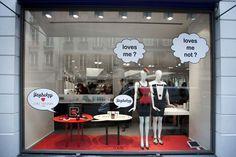 6309e33b98 vitrine Colette - Paris good idea for window dressing