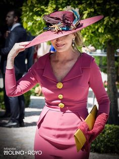 La madre de la novia Royal Clothing, Maria Jose, Queen Maxima, Mother Of The Bride, Wedding Styles, Marie, Captain Hat, Wedding Dresses, Hats