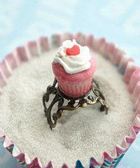 Jillicious Charms Cupcake ring