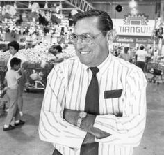 Bill Davila dies at 82; rose from sweeping floors to president of Vons