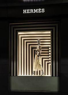 Recursive black and white stripes highlight the in this Hermes window display - Sydney, Australia Window Display Retail, Window Display Design, Retail Windows, Store Windows, Fashion Window Display, Visual Merchandising Displays, Visual Display, Hermes Window, Vitrine Design