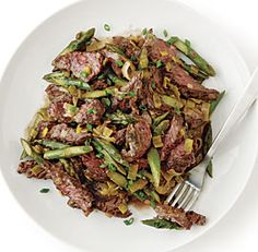Sirloin Tip Steak Sauté with Leeks and Asparagus