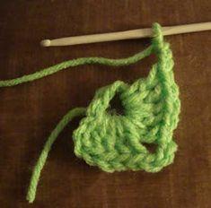 Crochet paso a paso: 1) Cuadrado a crochet Crochet Necklace, Manta Crochet, Crochet Bebe, Ely, Afghans, Macrame, Jeans, Crochet Square Patterns, Crochet Granny Squares