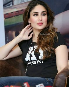 Kareena kapoor ( Bebo) always gorgeous Beautiful Girl Indian, The Most Beautiful Girl, Beautiful Indian Actress, Beautiful Actresses, Beautiful Hijab, Kareena Kapoor Images, Kareena Kapoor Khan, Deepika Padukone, Indian Celebrities