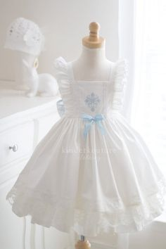Lovely blue floral fabric combined with a gingham in a vintage style pattern is the perfect little summer dress for your little girl. Little Girls Easter Dresses, Little Girl Dresses, Girls Dresses, Flower Girl Dresses, Toddler Easter Dresses, Kids Frocks, Frocks For Girls, Baby Girl Dress Patterns, Baby Dress