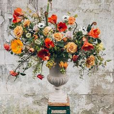 Yesterday @swallowsanddamsons shared an amazing floral piece with us on DS. I'm still thinking about this photo...Anna's work is just breathtaking.  by @indiahobson