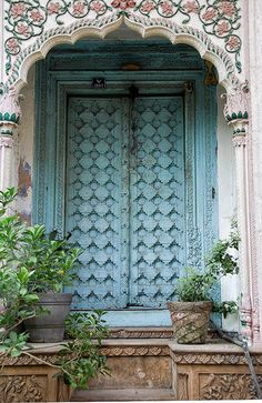 """Hidden under an archway in the old section of Delhi are some old """"mansions"""". The doors are elaborate and colorful, even though the buildings themselves are falling down. Chadni Chowk, Delhi, India by Susani Les Doors, Windows And Doors, Cool Doors, Unique Doors, Jardin Decor, Indian Doors, When One Door Closes, Grand Entrance, Door Knockers"""
