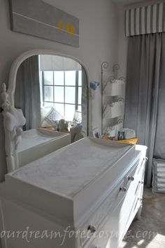 love this built in changing table! <3