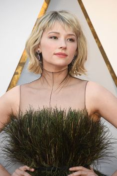Haley Bennett - Oscar Hairstyles Inspired By Iconic Vintage 'Dos - Photos Wispy Bangs, Short Hair With Bangs, Short Hair Styles, Oscar Hairstyles, Hairstyles With Bangs, Hayley Bennett, Hair Inspo, Hair Inspiration, Soft Grunge Hair