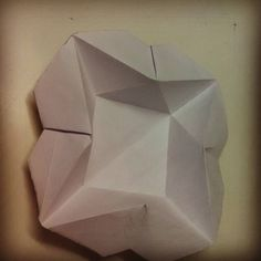 #star dish, #dish #origami #loveorigami #paperfolding #paperlove #container  Found on nickrobinson site. Amazing design n simple .