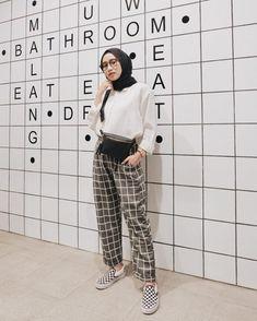 Daily outfit for hijab – Hijab+ – Hijab Fashion 2020 Modern Hijab Fashion, Hijab Fashion Inspiration, Muslim Fashion, Trendy Fashion, Style Fashion, Fashion Ideas, Disco Fashion, Fast Fashion, Korean Fashion