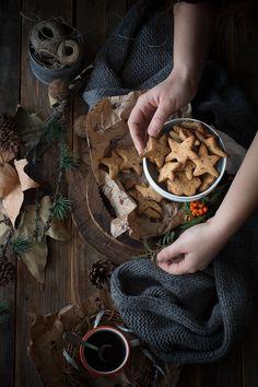 Il Natale mi mette addosso da sempre una strana nostalgia e una lieve tristezza, alternata da momenti romantici e fiabeschi dove mi immagino diabitare in un vecchio casale antico magari tra le colline fiorentine con la mia famiglia e 5 cani bellissimi, un grande caminetto tutto addobbato di pungitopo e lucine natalizie :)…invece abito in...Read More »