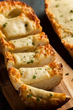 No-Fuss Side Recipe: Easy Cheesy Garlic Bread Garlic bread is a weakness of ours, we'll admit it. However, as strongly as we may feel about garlic bread, it is nothing in comparison to how we feel about cheesy garlic bread. This side dish is. Garlic Cheese Bread, Cheesy Garlic Bread, Side Recipes, Meat Recipes, Cooking Recipes, 12 Tomatoes Recipes, Chicken Wrap Recipes, Pasta Recipes, Good Food