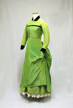 Women of New England: Dress from the Industrial Age, 1850–1900. 1875 young woman's day dress. (William Benton Museum of Art - Press Images)