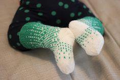 Neuloin pari viikkoa sitten Ditherit  minikoossa vauvalle. Tää Dither on kyllä kiva malli, näitä tekis mieli tehdä vaikka missä väreissä. :... Knitting Socks, Baby Knitting, Best Baby Socks, Mittens, Knit Crochet, Childhood, My Favorite Things, Mini, Projects To Try
