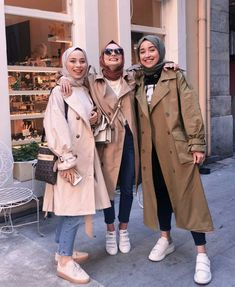 Casual winter hijab looks Hijab Chic, Hijab Elegante, Modest Fashion Hijab, Modern Hijab Fashion, Street Hijab Fashion, Tokyo Street Fashion, Casual Hijab Outfit, Muslim Fashion, Modest Outfits