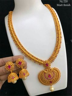 Indian Gold Jewelry Near Me Gold Chain Design, Gold Bangles Design, Gold Earrings Designs, Gold Jewellery Design, Necklace Designs, Silver Jewellery, Gold Jewelry Simple, Temple Jewellery, India Jewelry