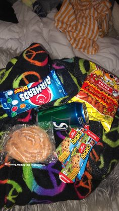 Bewitching Is Junk Food To Be Blamed Ideas. Unbelievable Is Junk Food To Be Blamed Ideas. Sleepover Snacks, Movie Night Snacks, Late Night Snacks, Yummy Snacks, Snack Recipes, Yummy Food, Junk Food Snacks, Food Goals, Aesthetic Food