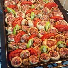 #Repost @florya_yoresel_ev_yemekleri ・・・ FIRINDA MANTARLI KÖFTE Mutlu huzurlu sağlıklı bereketli akşamlar arkadaşlar  MALZEMELER  1 kilo mantar  400 gr dana kıyma  yarım demet maydanoz  yarim kuru soğan, 1 diş sarmisak  karabiber  tuz  pul biber  1 yemek kaşığı galete unu  1 yemek kaşığı domates salçası  1 yemek kaşığı sıvı yağ  1 su bardagi su  YAPILIŞI  oncelikle mantarlarimizin saplarin çıkarıp suda iyice yikiyoruz daha sonra koftemizi hazirlayip mantarlarimizin içine dolduruyoruz ve...