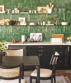 Interior Design Photography, Home Interior Design, Green Home Design, Home Designer, Oak Dining Table, Dining Rooms, Kitchen Backsplash, Green Tile Backsplash, Kitchen Shelves