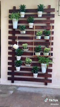Vertical Garden Diy, Easy Garden, Vertical Gardens, Vertical Plant Wall, Vertical Planting, House Plants Decor, Plant Decor, Garden Wall Designs, Garden Wall Art
