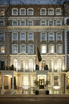 Luxury serviced apartments close to Harrods.