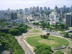Vista do Largo dos Açorianos e seu Monumento aos Açorianos - Porto Alegre, RS, Brasil