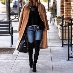 Street Style Sasha Simon keeps it casual in this gorgeously simple winter outfit, consisting of skinny jeans, a classic camel coat, and a pair of Casual Winter Boots, Casual Winter Outfits, New Street Style, Look 2018, Outfit Invierno, Winter Stil, 2016 Fashion Trends, Fashion Blogger Style, Trendy Dresses