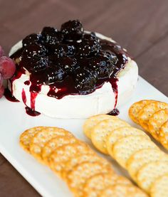 Baked Brie with Blackberry Compote Recipe Appetizers with wheel of brie, water, granulated sugar, lemon juice, blackberries Fruit Appetizers, Finger Food Appetizers, Finger Foods, Appetizer Recipes, Popular Appetizers, Blackberry Recipes, Baked Brie Recipes, Brie Cheese Recipes, Gastronomia