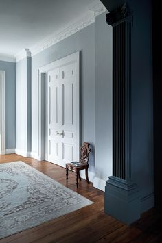 Explore stunning interior paint and wallpaper design inspirations from Paint & Paper Library. Like this pale grey room with a dark architectural highlight. Hall Painting, Painting Wallpaper, Interior Paint, Interior And Exterior, Interior Design, Paint And Paper Library, Elderly Home, Hallway Designs, Grey Room