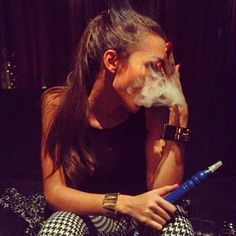 girl, smoke, and nails Bild