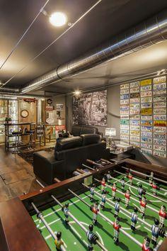 Bar e sala de jogos totalmente desenhada por Mario Azevedo