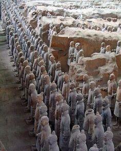 El ejército de terracota descubierto en 1974 por algunos aldeanos locales en Xi'an China.