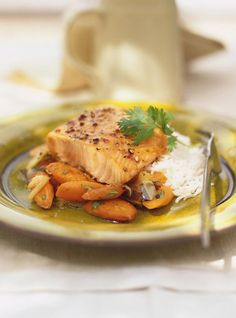 Grilled Salmon with Honey and Cilantro Recipes Cilantro Recipes, Fish Recipes, Seafood Recipes, Healthy Recipes, Honey Salmon, Confort Food, Ricardo Recipe, Salty Snacks, Food Recipes